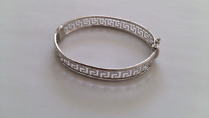 Sterling Silver Rhodium Plated Bangle.