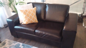 Love seat / causeuse leather from Mariette Clairemont