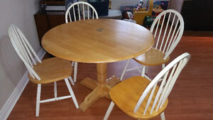 round dining table 4 chairs and 1 leaf delivery included