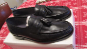 mens leather shoes new still in box $30 Firm