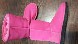 UGG boots fit sz 8..they are sz 7...mint Kitchener / Waterloo Kitchener Area image 8