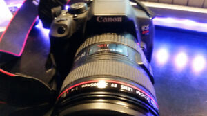 CANON REBEL T5i w 6 LENSES, HOODS AND 32GB CARD