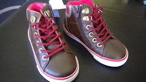 New with Tags Baby Gap Toddler Boys Shoes sz 8