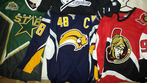 chandails LNH NHL jersey Crosby stamkos et compagnie Saint-Hyacinthe Québec image 4