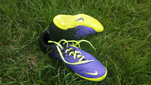 SOCCER Indoor Shoes - 9 Mens