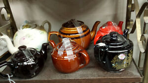 LOTS OF TEA POTS Belleville Belleville Area image 3