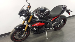 Moto Triumph Speed Triple R 2014