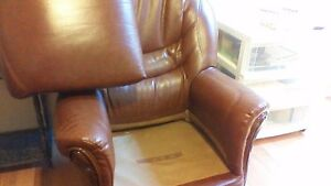 Faite une offre. Divan/chaise en cuir bufflo/ Leather sofa/chair Gatineau Ottawa / Gatineau Area image 4