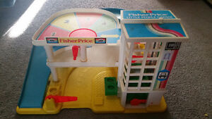 Vintage Fisher Price garage everything works only $15...........