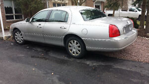 2003 Lincoln Town Car Signature Sedan
