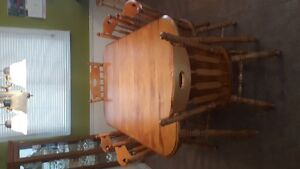 Maple kitchen/dining room table and chairs