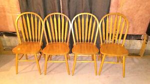 4 Chaises en bois à vendre