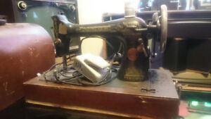 Singer sewing machine with case 1911