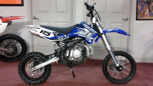 petit dirt bike 125cc appolo 4 vitesse 4 temps