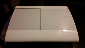 PS3 Slim blanche, 23 jeux et équipements!