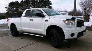 Toyota tundra 2011 limited