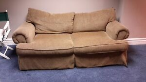 COUCH VERY COMFORTABLE Windsor Region Ontario image 3