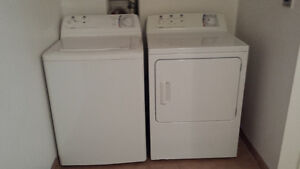 EXCELLENT LAVEUSE/SECHEUSE - WASHER/DRYER BRADA