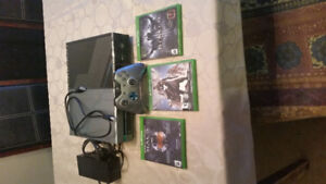 Xbox one, EUC, limited edition Halo console, 3 games, controller