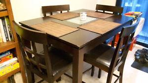 Set de cuisine style bistro avec 4 chaises