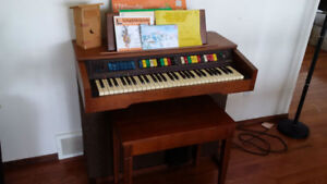 Lowrey Magic Genie Organ