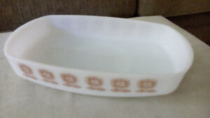 FEDERAL HEAT PROOK MILK GLASS 1 1/2qt. CASSEROLE-CORNFLOWER