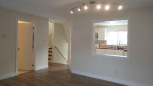 **3 bdrm-2 bth Townhouse/Close to waterfront**Avail. Oct 1st