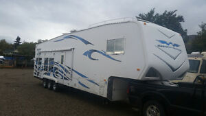 2009 Weekend Warrior SLC3705, 5th Wheel, Toy Hauler