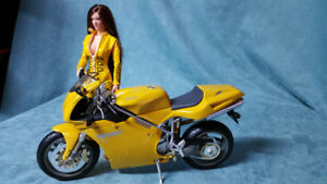 Sienna et sa Ducati 998 / Sienna and her Ducati 998