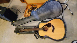 Yamaha acoustic guitar +case+tuner