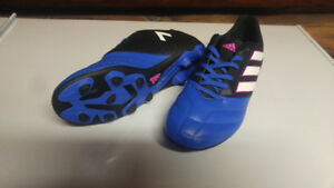 Size 5 Adidas Ace 17.5 Firm Ground Soccer Cleats, Junior
