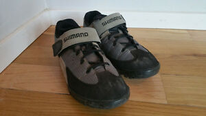 SHIMANO CYCLING SHOES CLIP-ON SIZE 45 (10.5)
