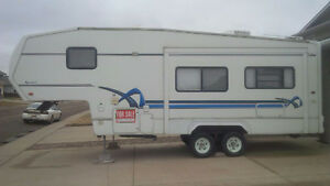 2002 Komfort 27 ft 5th wheel