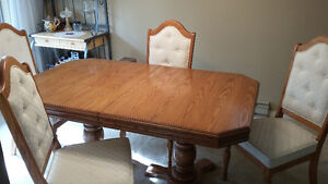 Solid Oak 7' Table & Chairs