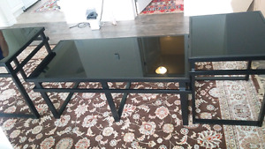 Coffee table and 2 end tables in Great condition