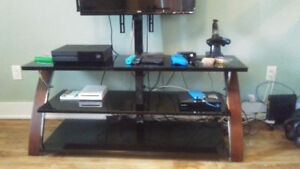 Like new TV Stand with swivel TV mount