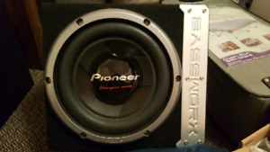 10 inch pioneer champion series sub in bassworx box