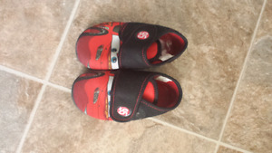 Boys indoor shoes size 6