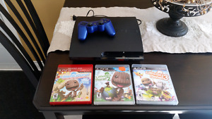Playstation 3 plus 3 little big Planet games