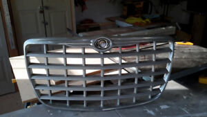 2005 Chrysler 300 front grill