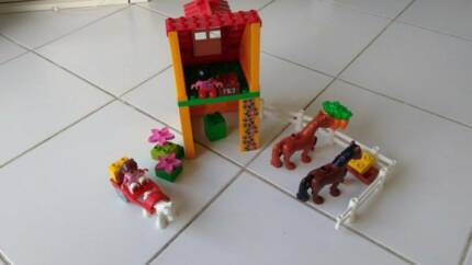Lego DUPLO LAST CHANCE Horse Stables Legoville Set #4974 ~ 2007