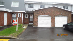 $ Bedroom Townhouse With Garage Montreal Rd Bathgate Dr Area