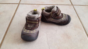 Boy hiking boots (Size 4)