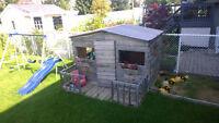 outdoor playhouse / maison enfant exterieur