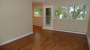 2 Bed. Apt in Pleasantview Walk to Southgate/LRT. Incentives !