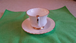 """Royal Albert """"Val D'or"""" Cup & Saucer Cambridge Kitchener Area image 3"""