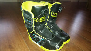 youth size 4 Snowboard Boots