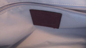Coach magenta patent leather purse with magnetic closure West Island Greater Montréal image 3