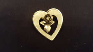 925 VINTAGE HEART SHAPED BROACH WITH ROSE