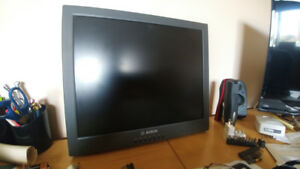 "Bosch 19"" - Multi use - Multi Input - Split screen - Security"